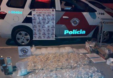 Mais de 32 mil porções de drogas  são apreendidos com homens  em Tietê