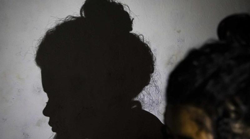 A adolescente sofre abuso  por parte do pai por seis meses