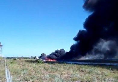Avião cai e deixa piloto com 80% do corpo queimado